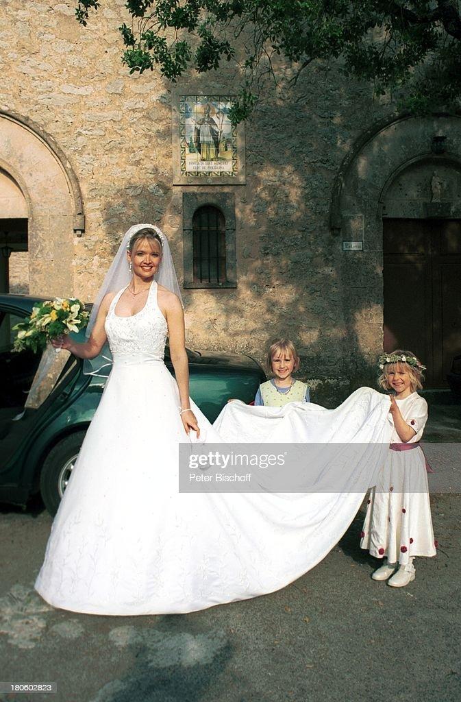 Braut Julia Biedermann, Blumenstreu-Kinder Janita Wellmann, Pate ...