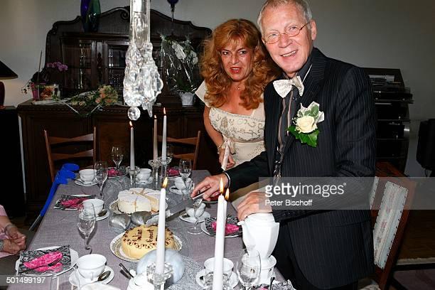 Braut Sabine Endemann und Bräutigam Gernot Endemann, nach standesamtlicher Trauung, Hochzeit, Hannover, Niedersachsen, Deutschland, Europa, Heirat,...