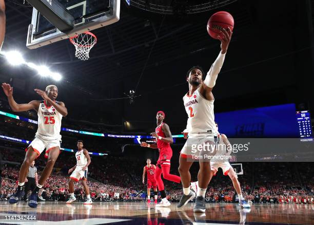 Braxton Key of the Virginia Cavaliers controls ball against the Texas Tech Red Raiders in the second half during the 2019 NCAA men's Final Four...
