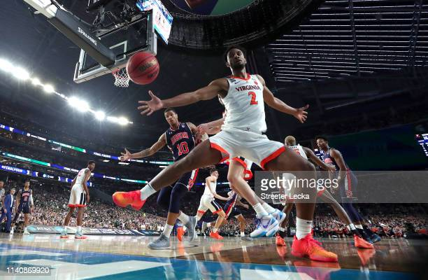 Braxton Key of the Virginia Cavaliers goes after a loose ball in the first half against the Auburn Tigers during the 2019 NCAA Final Four semifinal...