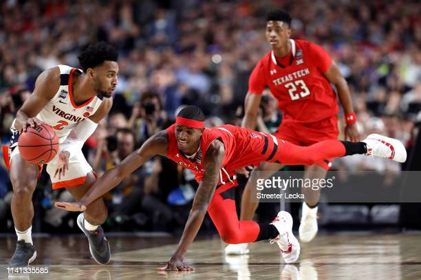 Braxton Key of the Virginia Cavaliers handles the ball on offense against Tariq Owens of the Texas Tech Red Raiders in the first half during the 2019...