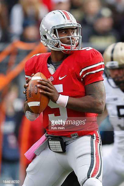 Braxton Miller of the Ohio State Buckeyes drops back to pass the ball during the game against the Purdue Boilermakers on October 20 2012 at Ohio...