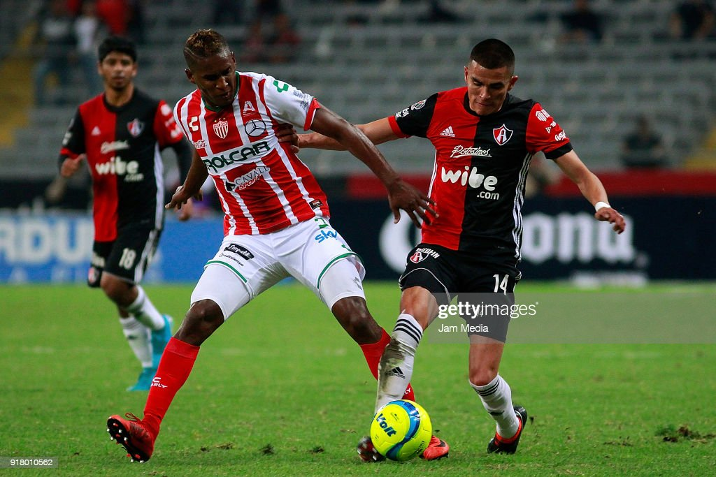 Brayan Beckeles (L) of Necaxa fights for the ball with Luis Reyes (R) of Atlas during the 7th round match between Atlas and Necaxa as part of the Torneo Clausura 2018 Liga MX at Jalisco Stadium on February 13, 2018 in Guadalajara, Mexico.
