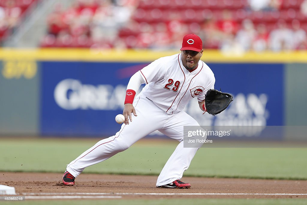 Brayan Pena #29 of the Cincinnati Reds fields a ground ball at first base in the first inning of the game against the Arizona Diamondbacks at Great American Ball Park on July 28, 2014 in Cincinnati, Ohio.