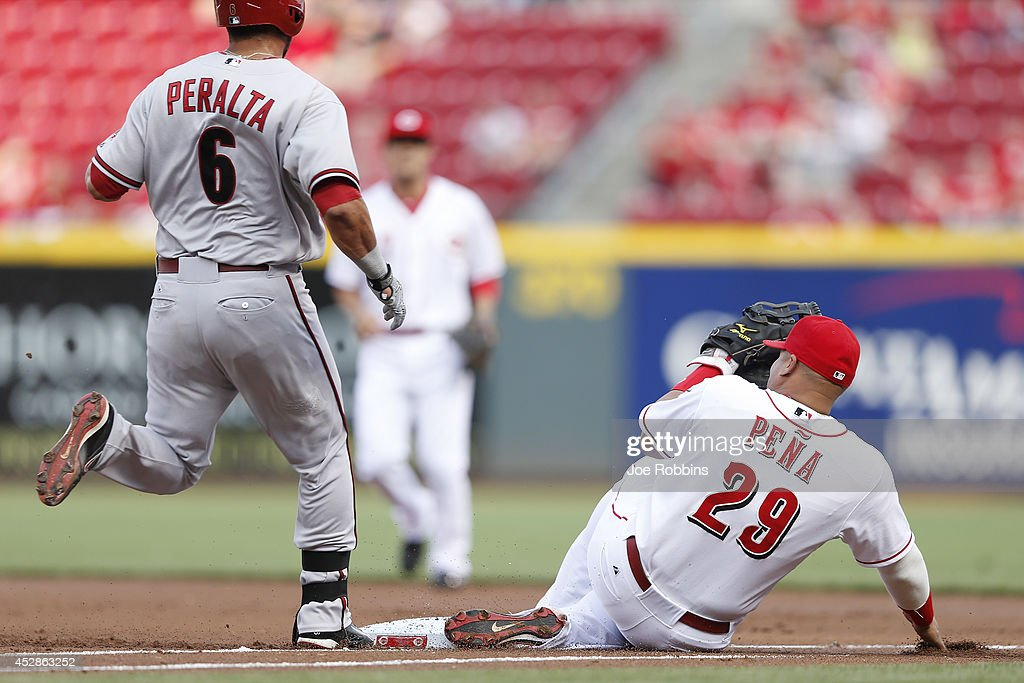 Brayan Pena #29 of the Cincinnati Reds steps on the first base bag ahead of David Peralta #6 of the Arizona Diamondbacks after fielding a ground ball in the first inning of the game at Great American Ball Park on July 28, 2014 in Cincinnati, Ohio.