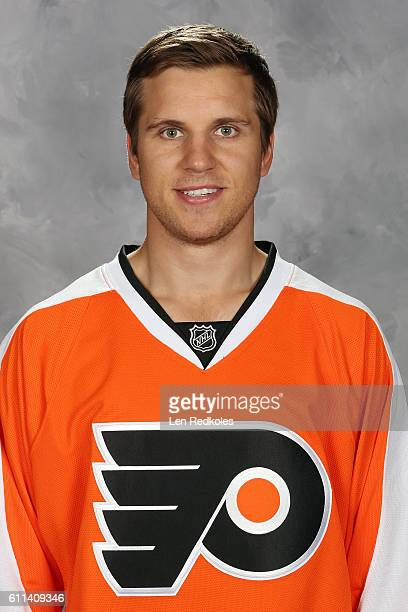 Brayden Schenn of the Philadelphia Flyers poses for his official headshot for the 20162017 season on September 22 2016 at the Virtua Flyers Skate...