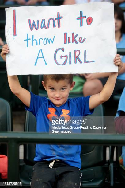 Brayden Wieble of Altoona, holds up a sign in honor of Philadelphia's Taney Dragons pitcher Mo'ne Davis, during the Little League World Series in...