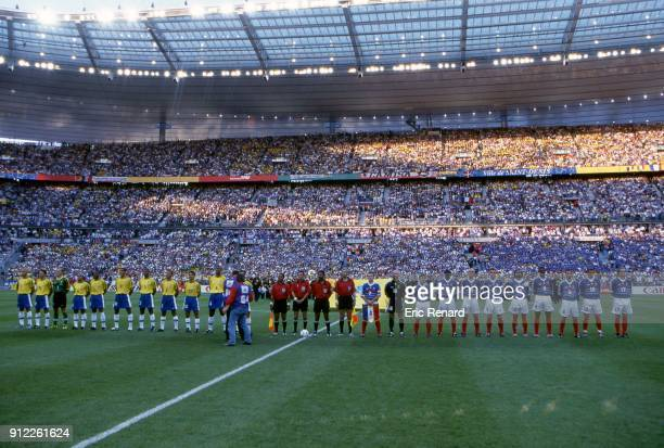 Brazil and France teams before the Soccer World Cup Final between Brazil and France on July 12 1998 in Paris Saint Denis France Eric Renard / Onze /...