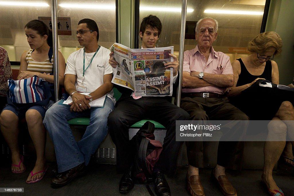 Brazil - Passengers on metro system : News Photo