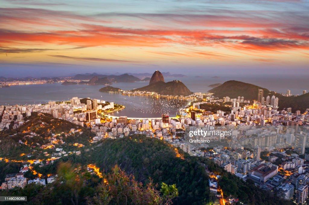 Brasilien Rio de Janeiro Luftaufnahme mit Guanabara Bay und Sugar Loaf bei Nacht : Stock-Foto