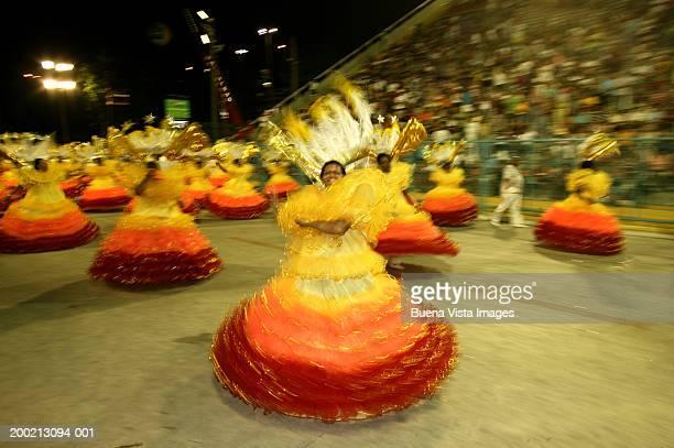 brazil, rio de janeiro, carnival, women samba dancing (blurred motion) - rio de janeiro stock pictures, royalty-free photos & images