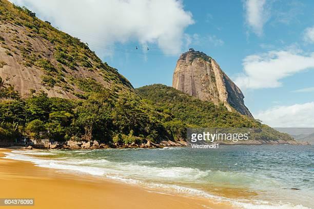 Brazil, Rio de Janeiro, Morro da Urca and ropeway to Sugarloaf Mountain