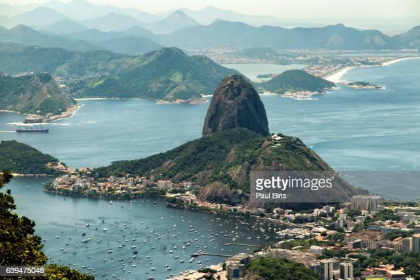 brazil, rio janeiro, pao acucar  view from mt. cocovado - rio de janeiro - fotografias e filmes do acervo