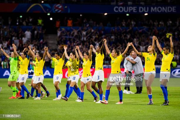Brazil Squad thanking supports during the 2019 FIFA Women's World Cup France Round Of 16 match between France and Brazil at Stade Oceane on June 23...