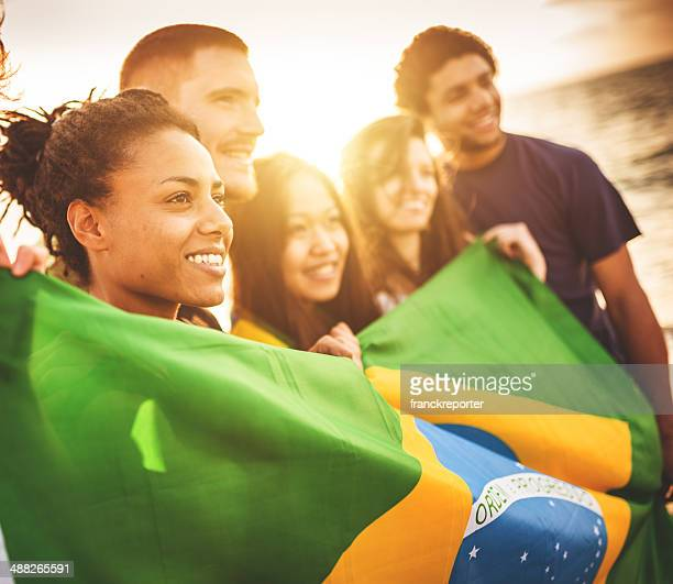 brazil supporter cheering togetherness at the beach soccer match - brazilië stockfoto's en -beelden