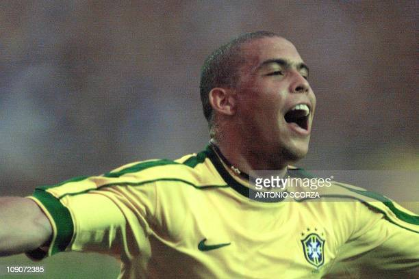 Brazilean player Ronaldo Nazario celebrates his goal 07 September 1999 during a friendly game between the teams from Brazil and Argentina in Porto...