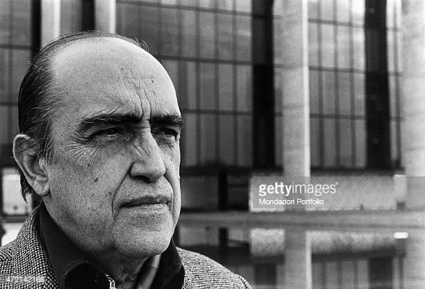 'Brazilian architect Oscar Niemeyer posing outside of Palazzo Mondadori The Italian publisher Giorgio Mondadori has commissioned the architect to...