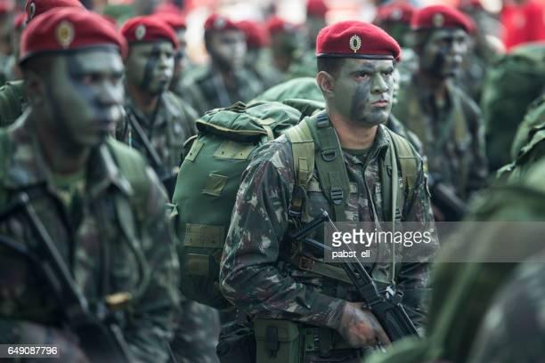 soldado do exército brasileiro em camuflagem - infantaria - fotografias e filmes do acervo