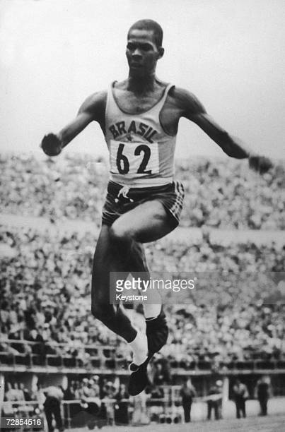Brazilian athlete Adhemar Ferreira da Silva sets a new world record of 1622 metres in the triple jump at the Helsinki Olympics 24th July 1952