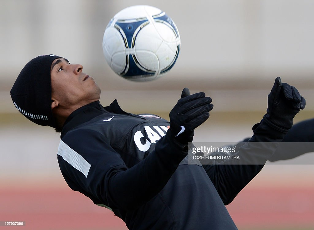 Brazilian club team Corinthians forward Jorge Henrique plays with the ball during the team's football training session in Kariya, Aichi prefecture on December 8, 2012 while participating in the FIFA Club World Cup in Japan 2012. The ninth edition of the FIFA Club World Cup football tournament is taking place from December 6 to 16.
