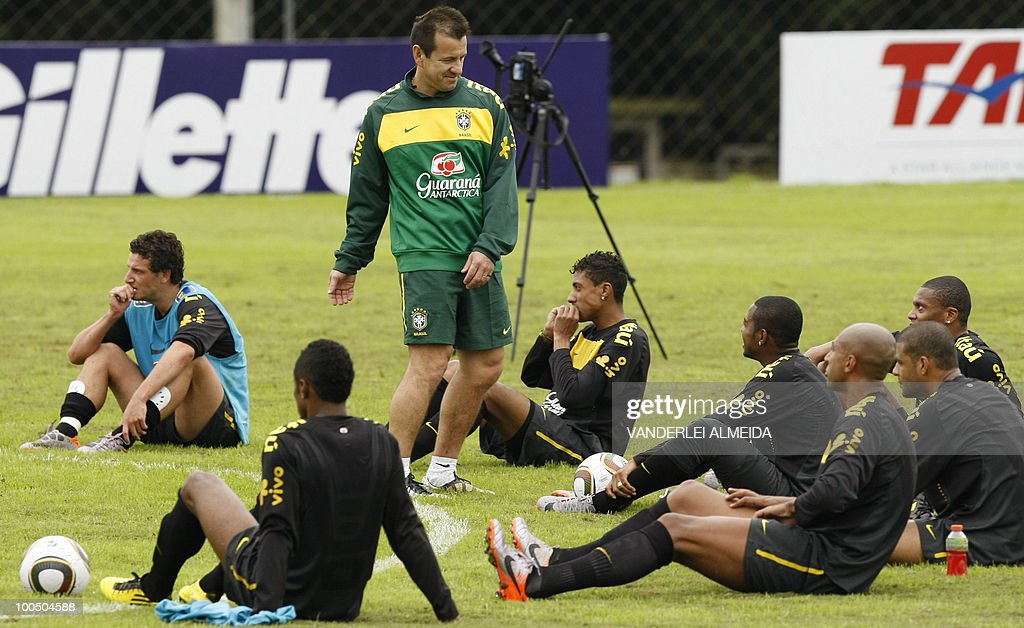 Brazilian coach Dunga gives instructions to his players at the end of a traning session in Curitiba, southern Brazil on May 25, 2010.