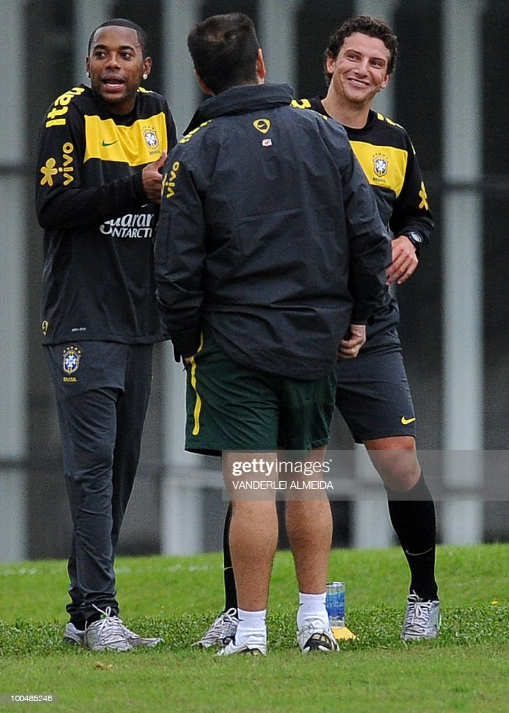 Brazilian coach Dunga (C) talks with his players Robinho (L) and Elano a training session in Curitiba, southern Brazil on May 24, 2010. Brazil, five-time world champion, is among the favourites for the South Africa 2010 World Cup which starts on June 11th. The 'Selecao' have been drawn in Group G with North Korea, Ivory Coast and Portugal.