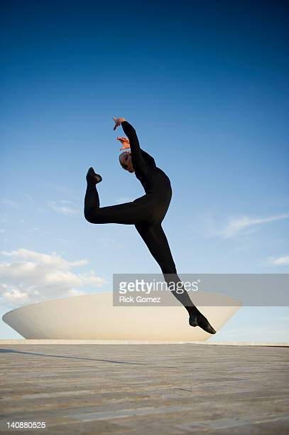 brazilian dancer jumping in mid-air outdoors - modern dancing stock pictures, royalty-free photos & images