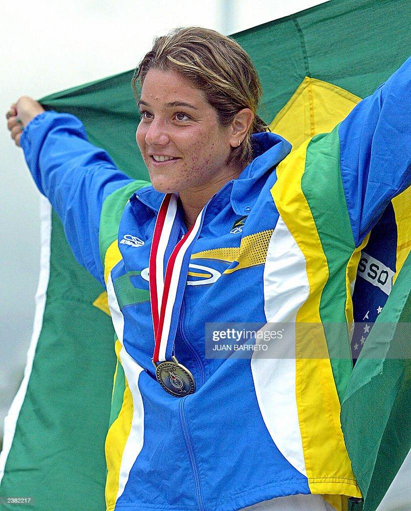 Brazilian diver Juliana Veloso celebrate : News Photo