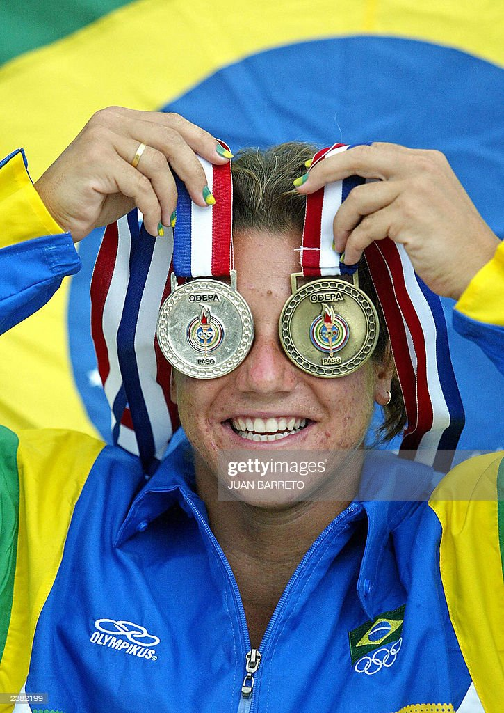 Brazilian diver Juliana Veloso shows her : News Photo