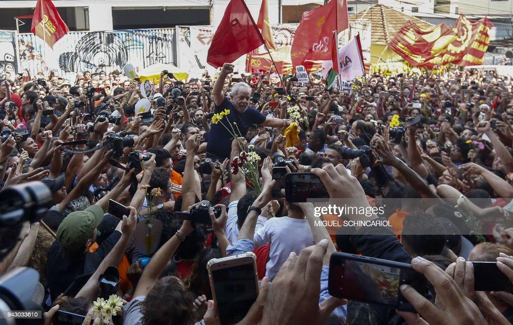 TOPSHOT-BRAZIL-POLITICS-CORRUPTION-LULA DA SILVA : News Photo