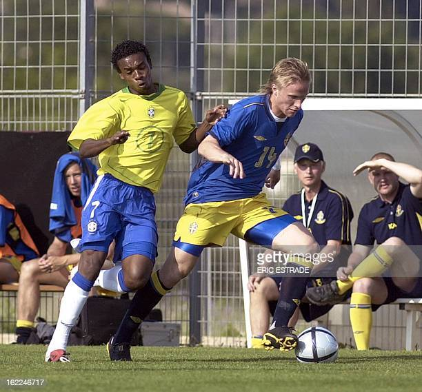 Brazilian Fernandinho vies with Sweed Oscar Wendt during the Under 21 International Football Festival of Toulon and the Var 06 June 2004 at the...