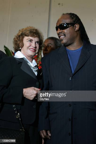 Brazilian First lady D Mariza and Stevie Wonder Brazilian President Luis Inacio Lula da Silva receives the heads of State participants at the II...