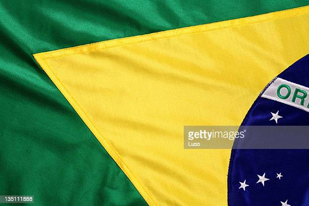 brazilian flag in green and yellow - brazilië stockfoto's en -beelden