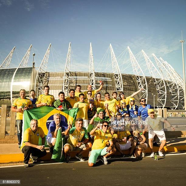 Adeptos de futebol do Brasil fora do Estádio Castelão, Fortaleza, Brasil