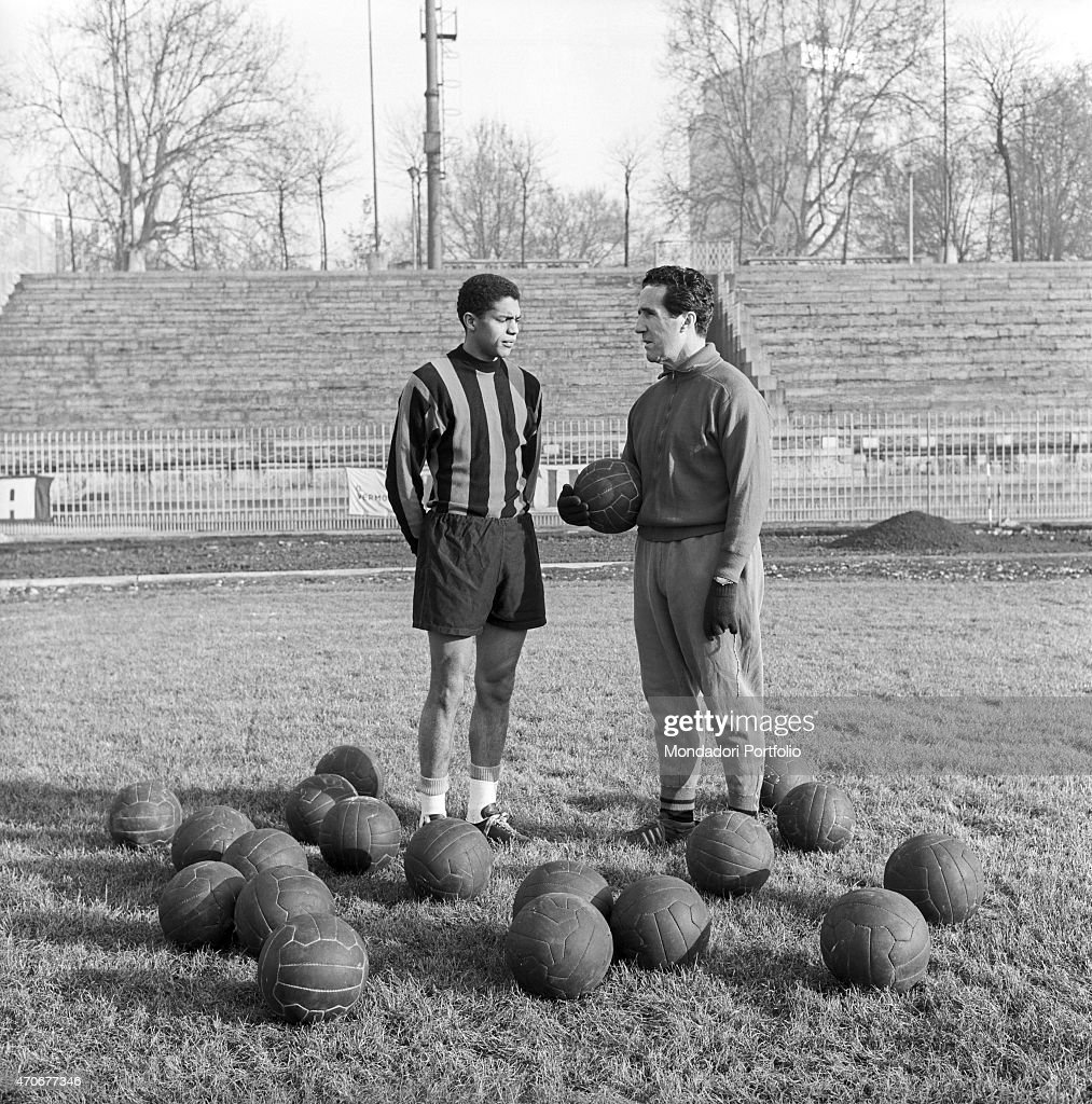 Jair de Costa and Helenio Herrera posing on a soccer field : News Photo