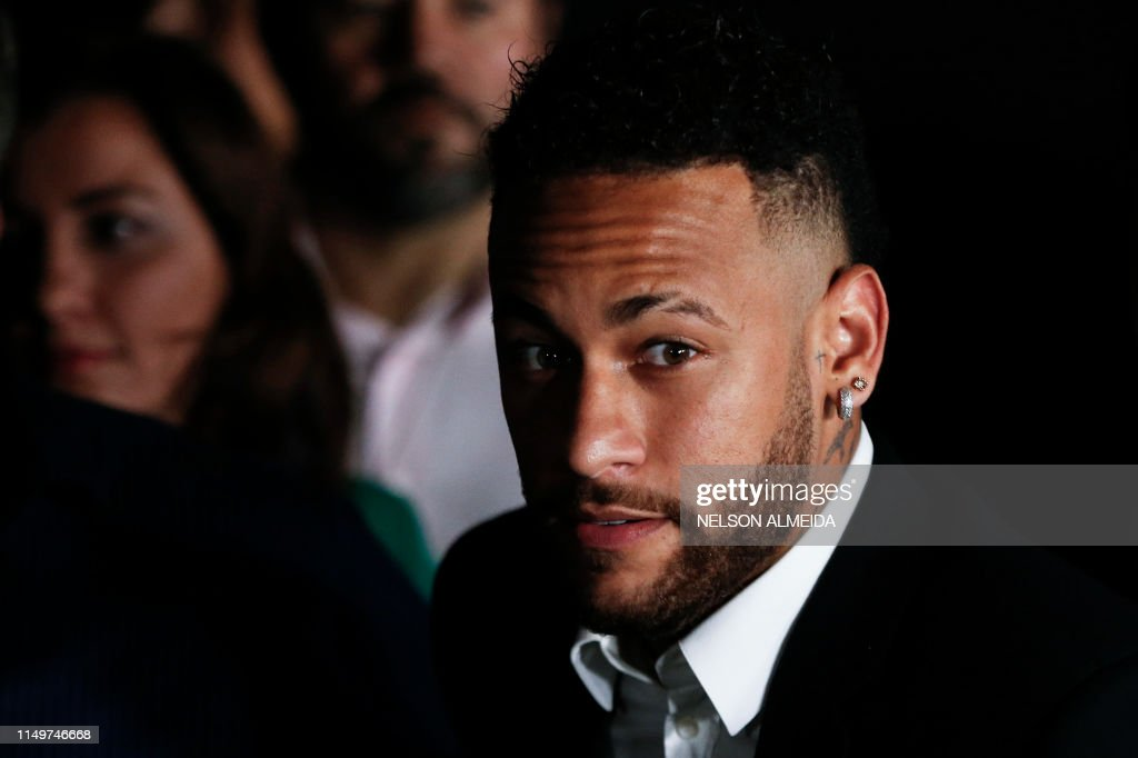 TOPSHOT-FBL-BRA-CRIME-ABUSE-ACCUSATION-NEYMAR : News Photo