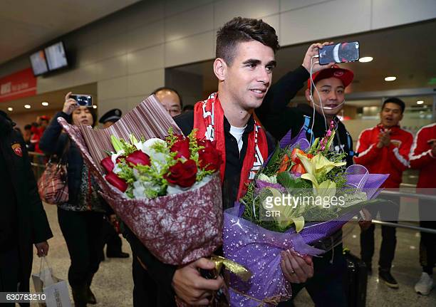 Brazilian football player Oscar is cheered as he arrives at Shanghai airport on January 2 2017 Brazilian midfielder Oscar landed in Shanghai on...