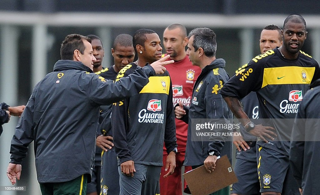 Brazilian football team coach Dunga (L) speaks with his players during training session in Curitiba, southern Brazil on May 24, 2010. Brazil, five-time world champion, is among the favourites for the South Africa 2010 World Cup which starts on June 11th. The 'Selecao' have been drawn in Group G with North Korea, Ivory Coast and Portugal.