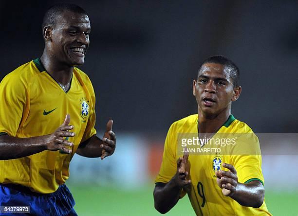 Brazilian footballer Walter Da Silva celebrates with teammate Giuliano De Paula after scoring against Paraguay during their U20 South American...