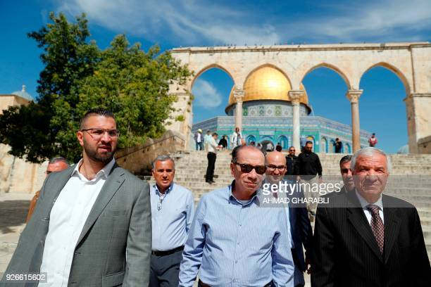Brazilian Foreign Minister Aloysio Nunes tours the Dome of the Rock in alAqsa mosque compound in Jerusalem's Old City on March 3 2018 / AFP PHOTO /...