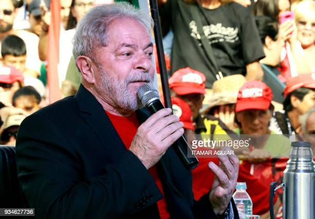 Brazilian former president Luiz Inacio Lula da Silva speaks next to Uruguay's former president Jose Mujica during a meeting in Santana do Livramento...