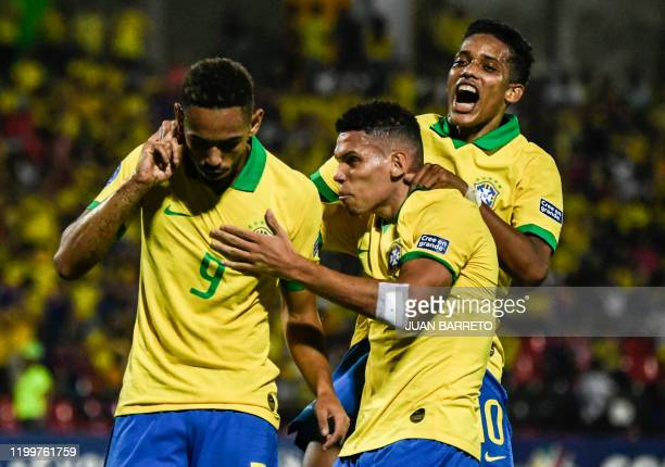 Brazilian forward Matheus Cunha celebrates with teammates his goal against Argentina during the Under23 South American PreOlympic Tournament final...