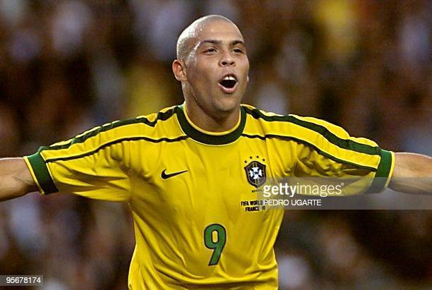 Brazilian forward Ronaldo jubilates after scoring his second goal during the 1998 Soccer World Cup second round match between Brazil and Chile 27...
