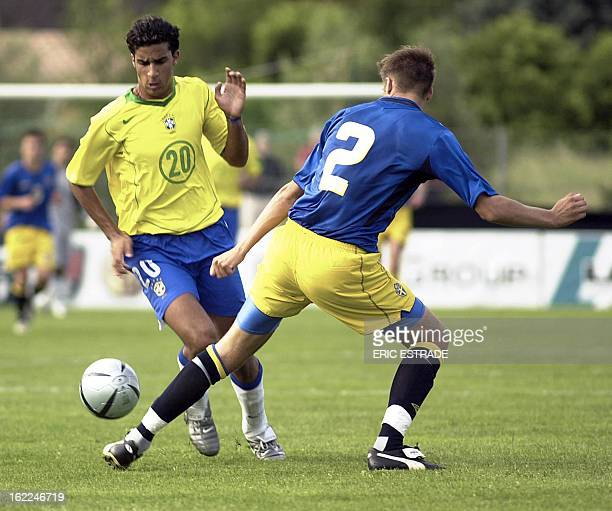 Brazilian forward Roncatto vies with Sweed Andreas Granqvist during the Under 21 International Football Festival of Toulon and the Var 06 June 2004...
