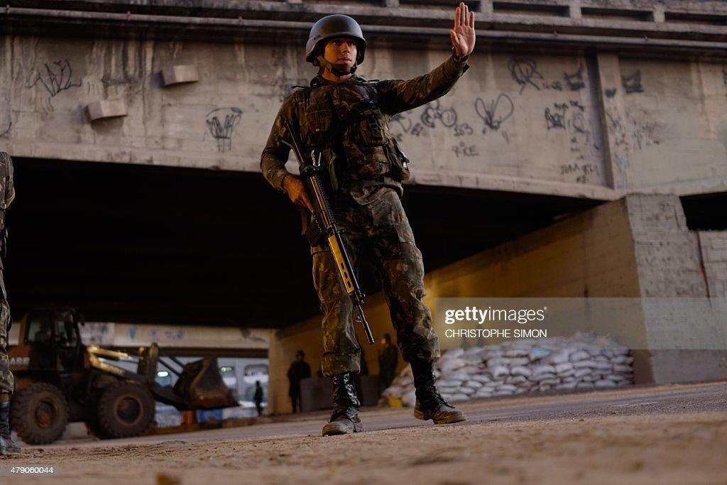 BRAZIL-OLY-2016-CRIME-VIOLENCE-SECURITY-ARMY-POLICE : News Photo