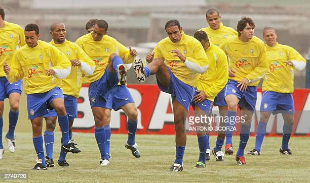 Brazilian midfielder Emerson da Rosa leads a group of teammates during the warm up, 14 November 2003 at the beginning of a training session in...