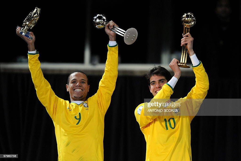 Brazilian midfielder Kaka (R) poses with the 'golden ball' he was awarded as best player of the tournament with Brazilian forward Luis Fabiano who was awarded the 'silver ball' after the Fifa Confederations Cup final football match United States vs Brazil on June 28, 2009 at the Ellis Park stadium in Johannesburg. Brazil won 3-2.
