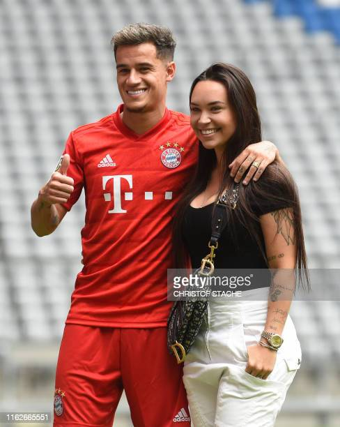 Brazilian midfielder Philippe Coutinho, the new recruit of German first division Bundesliga football club FC Bayern Munich, poses with his wife Aine...