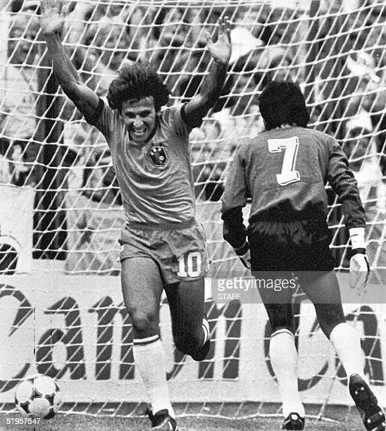 Brazilian midfielder Zico jubilates after scoring the first goal for his team as Argentinan goalkeeper Ubaldo Fillol watches the ball in the net 02...