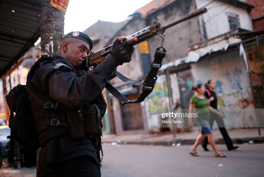 Federal Forces Occupy Mare Favela Complex : News Photo